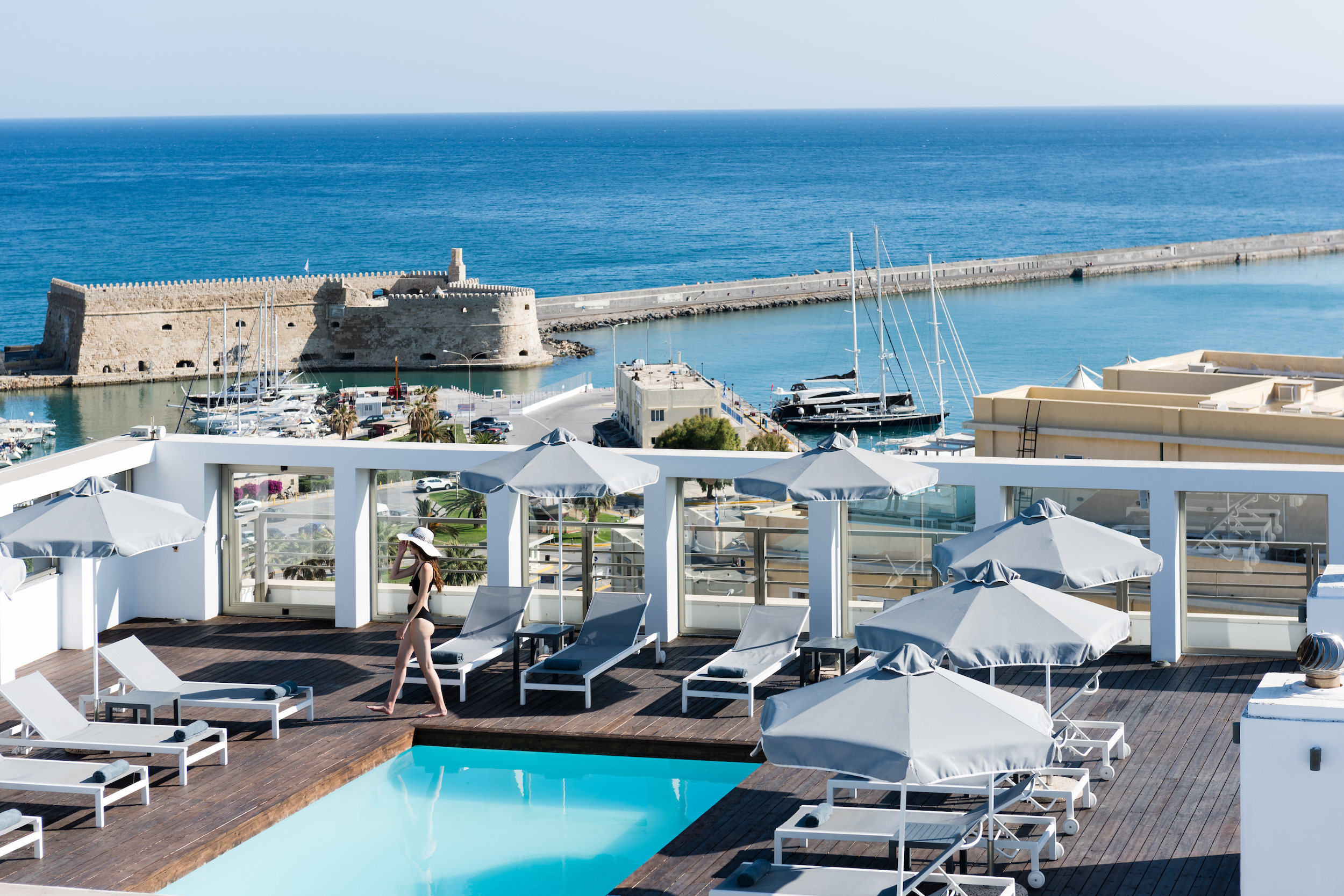 aquila atlantis hotel - roof top pool 11